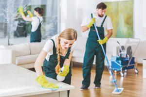 sprzątanie salonu